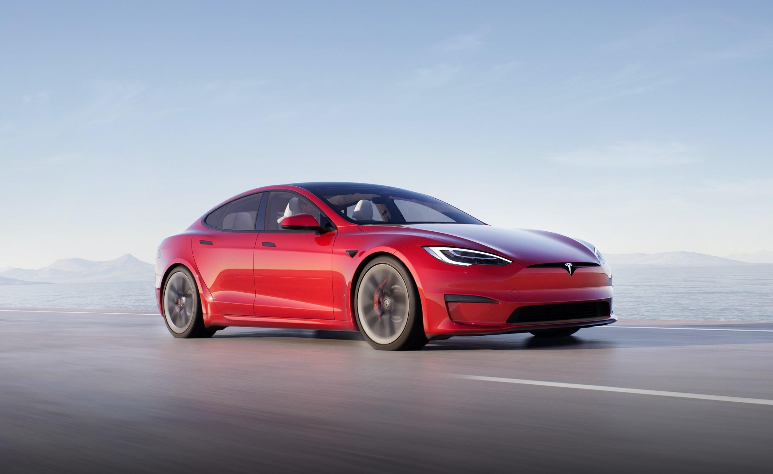 Tesla Rouge dans le désert démonstration